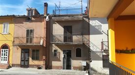Appartamento su due piani in vendita in via Gabriele D'Annunzio