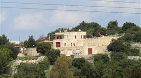 Villa panoramica in pietra pregiata
