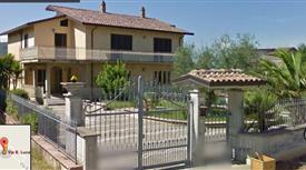 Villa due unità immobiliari con Garage e TERRENO