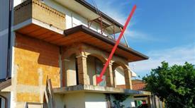 Villa bifamiliare grezza, Taglio di Po, 5 minuti dal centro 200mq e 1200mq di terreno