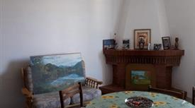 Casa antica indipendente con terreno pensile
