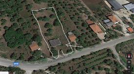 Casa con terreno in vendita