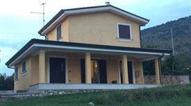 Casa indipendente in vendita in via Pezza, 8