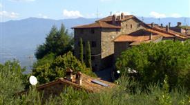 Terratetto in antico borgo di campagna con terreno