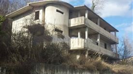 Villa plurifamiliare Vico I Corrado Alvaro, Torano Castello