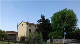 Casa cielo terra 230 mq con capannone e giardino