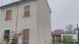 Casa Indipendente in Vendita in lucci a Bagnacavallo