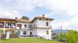 Appartamento su due piani in vendita in via Santuario di Oropa, 233