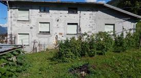 Privato vende casa a Castello dell'Acqua