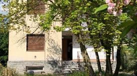 Casa indipendente con ampio giardino e rustico