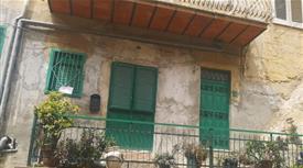 2 interi stabili in vendita a Favara (AG)