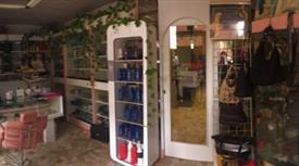 Profumeria e negozio di parrucchieri