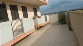Luminoso appartamento con terrazzo privato