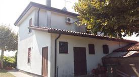 Casa singola con terreno edificabile