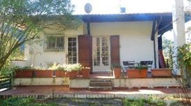 Villa in vendita in via Valdicastello Carducci, 101