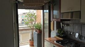 Stanze in appartamento ristrutturato zona Centocelle