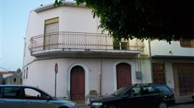 Casa di paese in vendita in piazza umberto I