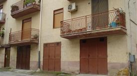 Racalmuto, appartamento 5 locali doppio servizio e garage