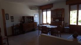 Appartamento quadrivano al primo piano