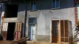 Abitazione libera su tre lati con portico