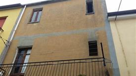 Casa da ristrutturare in vendita  a via Donatello