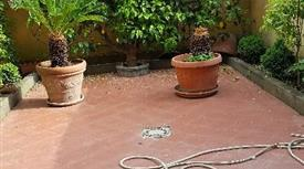 Villino indipendente su 4 livelli con giardino