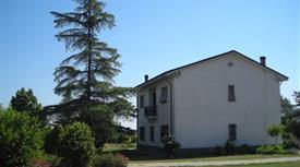Casa indipendente con giardino e capannone