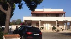 Villa in Vendita in Contrada Montenegro 150 a Brindisi