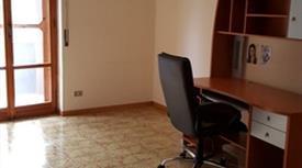 Appartamento 5 vani, doppi servizi ristrutturato 90.000 €