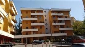Appartamento con garage e parcheggio condominiale di 8 vani