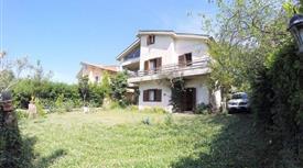 Villetta a Schiera in Vendita in Via Colle Cagioli 184 a Lariano