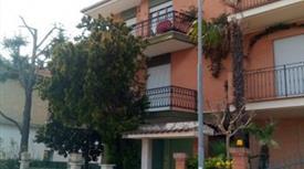 Appartamento su due piani in vendita in via Ascoli Piceno, 34