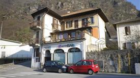 Casa indipendente su 3 piani con parziale vista lago