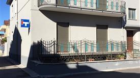 Immobile terra-tetto, semindipendente, ristrutturato