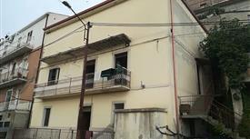 Casa Bifamiliare, Trifamiliare in Vendita in Via Provvidenza 73 a Strongoli