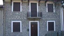 Casa indipendente su due livelli in Oltrepò