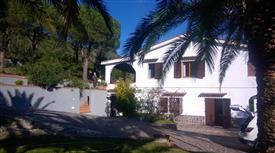 Vendesi villa tri famigliare con giardino  - Isola d'Elba -