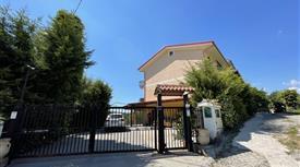 Villa in Vendita in Via Stazione 3 a Santo Stefano di Rogliano