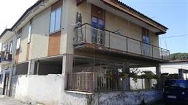 Casa Indipendente in Vendita in Via delle Vigne 26 a Torre del Greco € 300.000