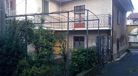 Casa singola con giardino in centro paese