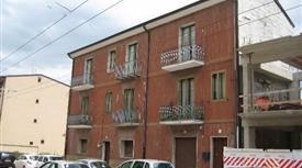 N° 3 appartamenti in fabbricato urbano indipendente (sismabonus/riqualificaz. energ. 85%)