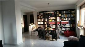 Appartamento piano alto, condizionato, con terrazzino e box
