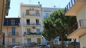 Panoramico trivani doppi servizi ristrutturato in centro a Reggio Calabria