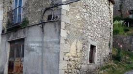 Casa in pietra, vicino Roccaraso. 15.000 €
