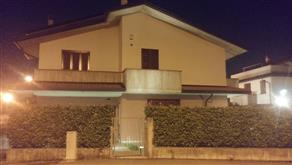 Villetta di testa con ingresso indipendente