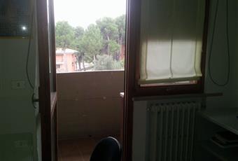 Il pavimento è piastrellato, la camera è luminosa, il pavimento è di parquet Abruzzo TE Teramo