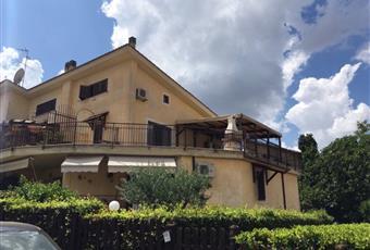 Trilocale via di Vermicino 77, Roma