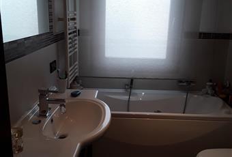 Il bagno luminoso, con vasca idromassaggio Veneto PD Padova