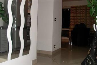 Entrata con 3 gradini che portano al soggiorno Piemonte VB Ghiffa