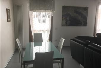 Il salone è  molto luminoso e con camino a legna, Pavimento è piastrellato, dalla stanza si accede a 2 diverse terrazze Veneto VE Campagna Lupia